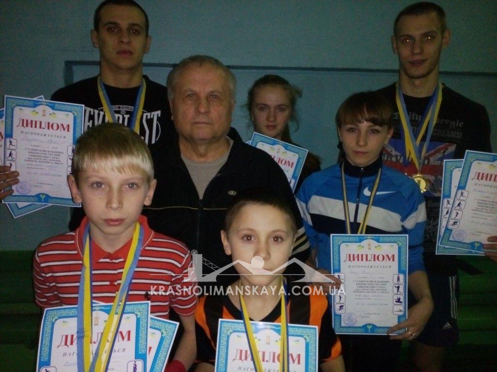 Шесть золотых медалей краснолиманских кикбоксеров