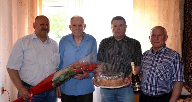 Краснолиманцы поздравили ветерана войны с 90-летним юбилеем