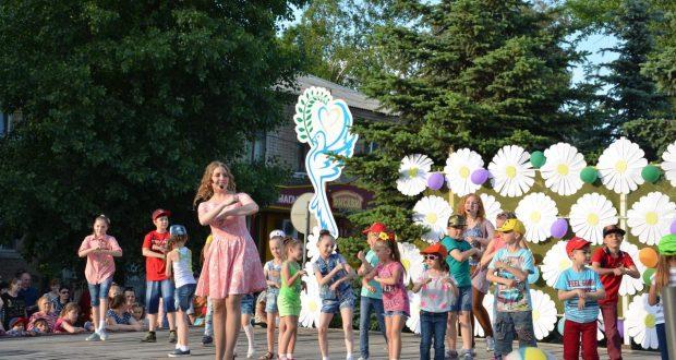 Юных жителей Родинского поздравили с праздником детства