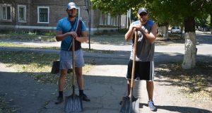 Краснолиманцы наводят порядок на закрепленных за предприятием улицах